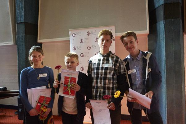 Ein letztes Gruppenbild der stolzen Gewinner. Schreibt weiter!