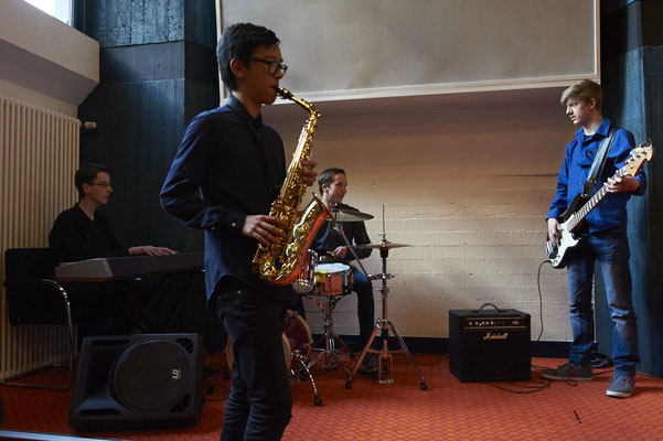 """Dave Brubeck wäre begeistert gewesen:  Die """"Take Five""""-Version der Jazzband vom Gymnasium Lohbrügge hatte genau den richtigen Groove für diesen sonnigen Nachmittag."""