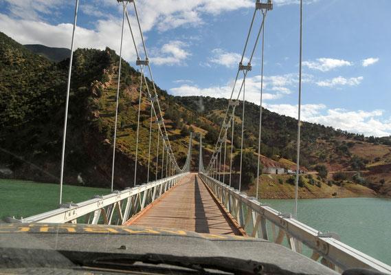 Brücke über den Stausee