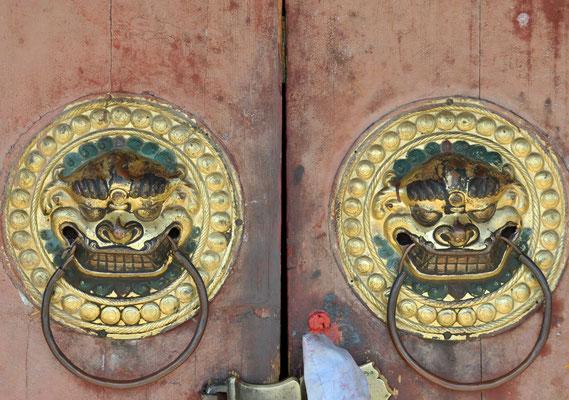 Türbeschläge im Kloster Erdene Dsuu