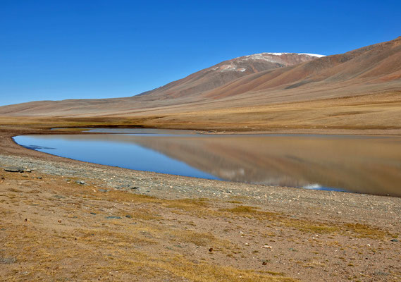 Bergsee bei Bayan Gol, Mongolei