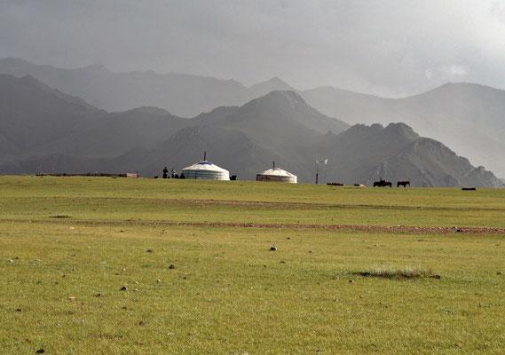 Ger mit Bewohnern im Altai - Gebirge