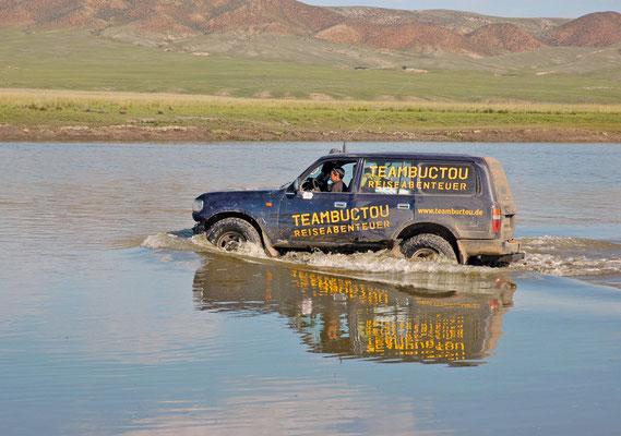 Eine von vielen Flußdurchfahrten, Mongolei