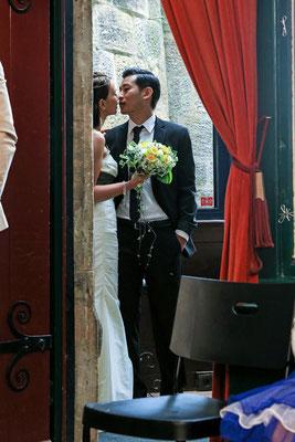 Ein letzter Kuss vor der Hochzeit