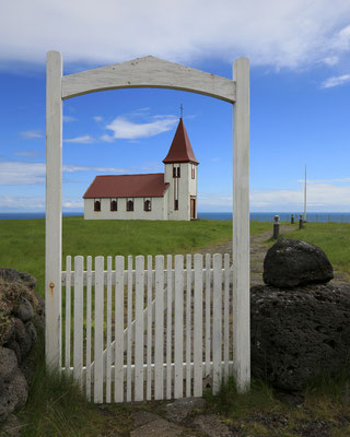 Freistehende Kirchen sieht man oft in Island, hier auf der Snaefellsnes-Halbinsel