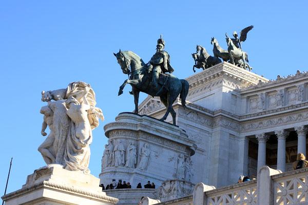 Das italienische Nationaldenkmal Viktor Emmanuele - Detail von vorne