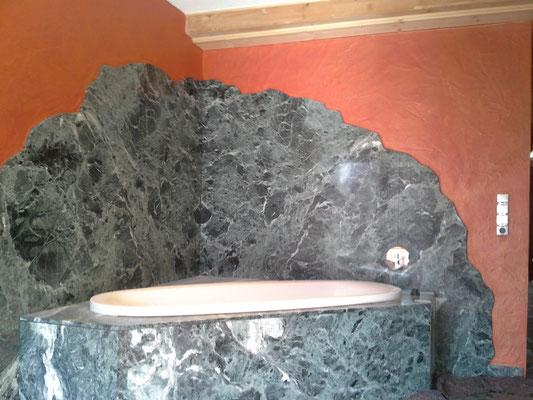 Deckenbereich- Spritzputz / Wandbereich- Lasurtechnik in Goldrot