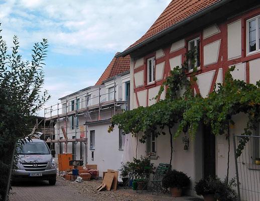 Weingut Hillabrand- Grundputzarbeiten an der Fassade der neuen Heckenwirtschaft