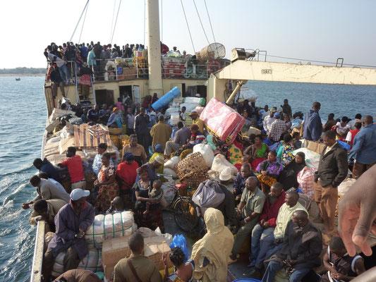 Tanzania und Zambia; Tanganjikasee auf der Liemba