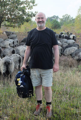 Ralf unter Schafen