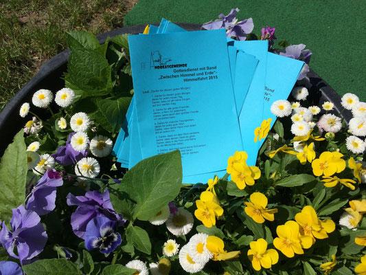 Liedblätter und Blumen
