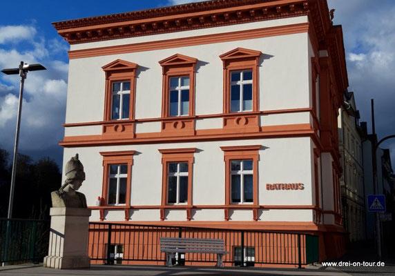 Rathaus, erbaut 1877