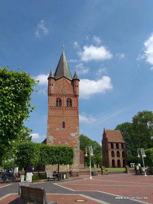 St. Petri-Kirche,größte Kirche des Ammerlandes, Wahrzeichen von Westerstede