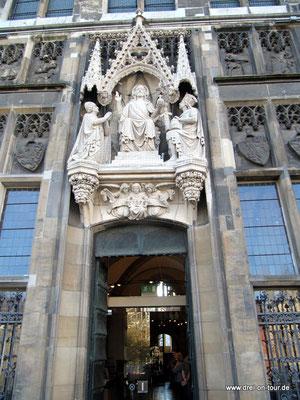 Eingang des Rathauses