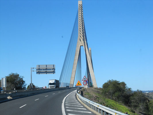 Schrägseilbrücke / Grenze zwischen Spanien und Portugal