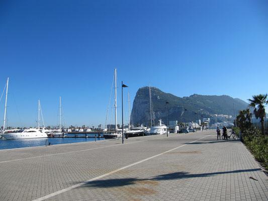 The Rock . Gibraltar mit Jachthafen