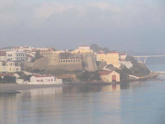 Blick auf das Castello im morgendlichen Dunst