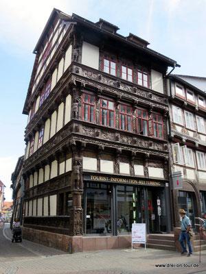 Das Eickesche Haus von 1612 mit reich verzierten Holzschnitzereien