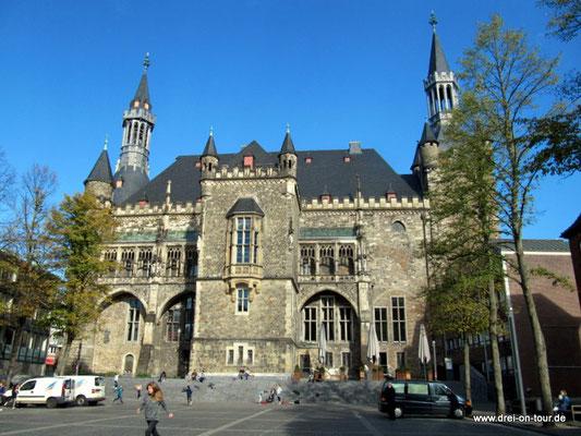 Das Rathaus, Rückfront vom Katschhof aus fotografiert