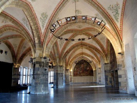 Krönungssaal, zweischiffig, Errichtung um 1349
