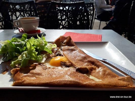 Unser Mittagessen: eine echte bretonische Galette.