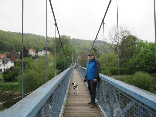 Hängebrücke - nur wenige Schritte entfernt