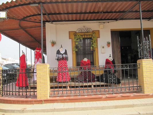 Flamenco-Bekleidung - wenigstens 3 Läden nebeneinander
