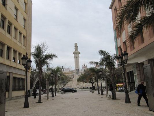 Plaza Espana mit dem Cortes-Denkmal im Hintergrund