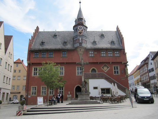 Neues Rathaus mit Monduhr
