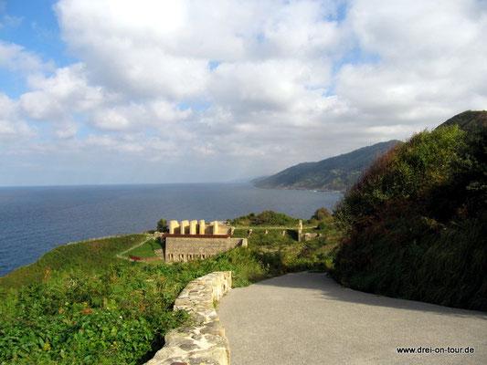 steiler Abstieg vom Campingplatz zum Strand mit toller Aussicht