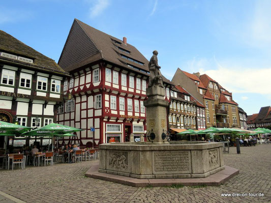 Ratsapotheke, Patrizierhaus, 1540 errichtet, seit 1833 Apotheke sowie das Brodhaus, ältestes Wirtshaus Niedersachsens von 1378