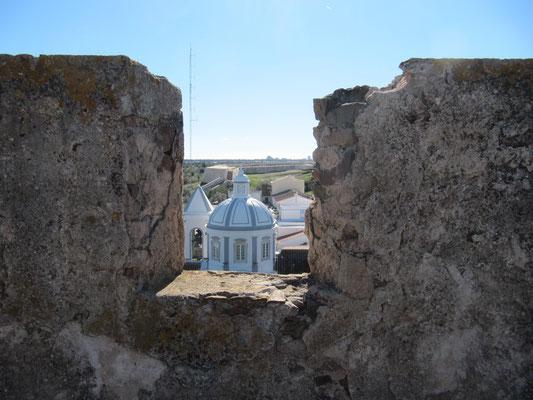"""kleiner Blick auf die Kirche """"nebenan"""""""