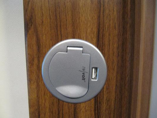 220 V-Steckdose mit USB