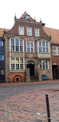 Das Rathaus mit seiner Renaissance-Fassade, erbaut zwischen 1609 und 1621