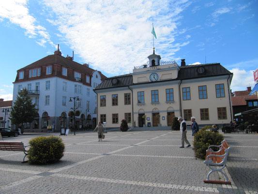 Stora Torget mit dem Rathaus und der Touristeninformation