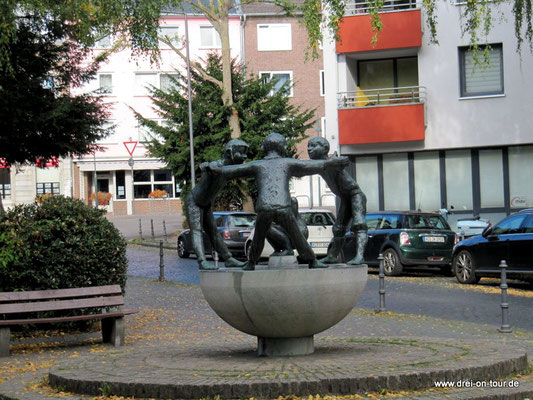Türelüre-Lißje - Szene einer alten Aachener Sage, Bronze und Granit