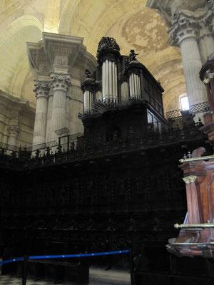 die Kathedrale hat zwei Orgeln