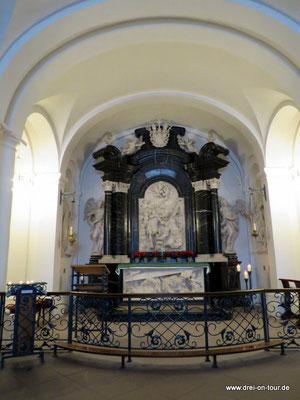 hier finden sich die Gebeine des Heiligen - Ziel vieler Pilger und Wallfahrten