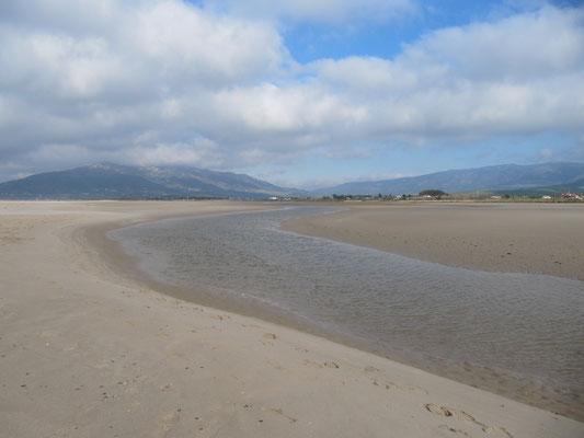 Flußlauf am Strand