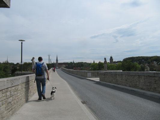 Über die Alte Mainbrücke