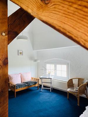 Das Mathildenhof-Zimmmer im Dachgeschoss des Herrenhauses.