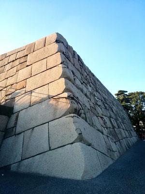 江戸城天守台 明治初期に内務省地理局測量課が設置された場所(らぁた)