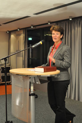 Frau Staatssekretärin Dr. Grundmann