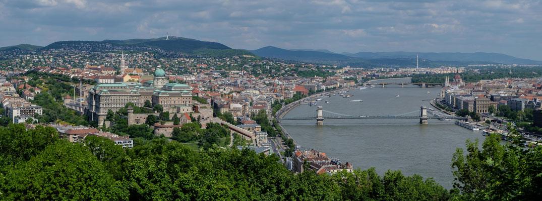 Galerie Nationale et le pont Széchenyi vus depuis le chemin pour monter à la citadelle