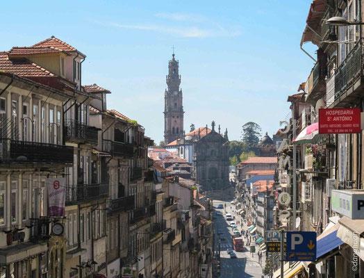 Porto - Rue 31 Janueiro et Torre dos clerigos