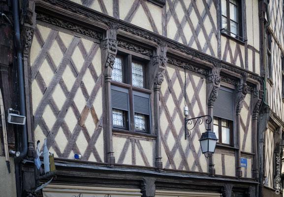 le coeur historique est orné de plus de 400 maisons à pans de bois...
