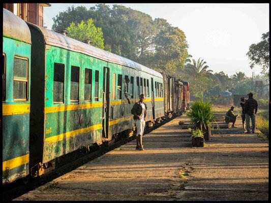 train Manakara vers Fianarantsoa (17 heures pour faire 340 Kms de l'Est vers l'Ouest en grimpant sur les collines)