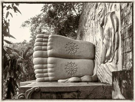 Pied de Boudha - Pagode Long Son près de Nha Trang