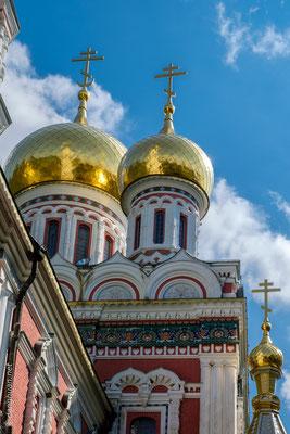 a été construite en 1902 pour honorer la mémoire des soldats russes et les volontaires bulgares morts lors de la guerre 1877-1878
