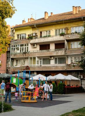 Ses industries textiles en ont fait la ville la plus industrialisée de Bulgarie au début du XXe siècle et lui ont autrefois valu le surnom de Manchester bulgare